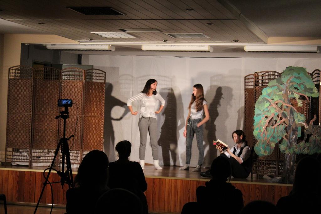 Na zdjęciu znajdują się członkinie grupy teatralnej działającej przy GCK w Białej.