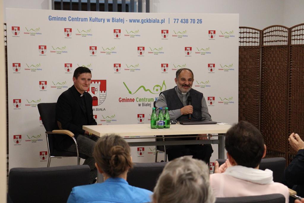 Zdjęcie przedstawia gości zaproszonych na Bialską Akademię Wiedzy
