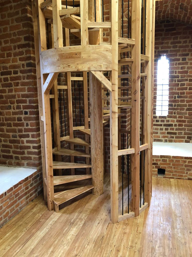 Zdjęcie przedstawia wnętrze Wieży Prudnickiej w Białej