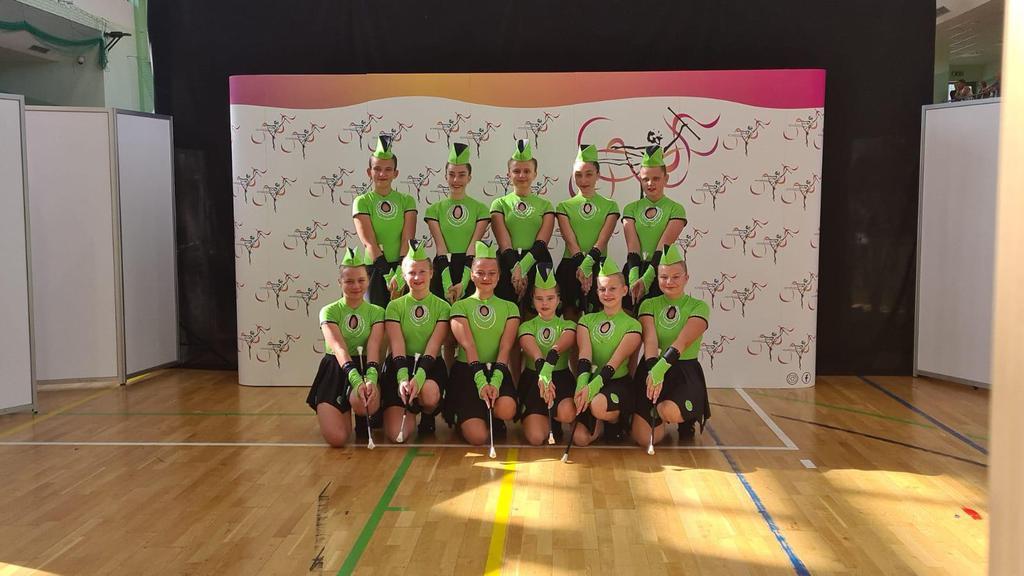Zdjęcie przedstawia bialskie mażoretki na Mistrzostwach Polski w Raciborzu