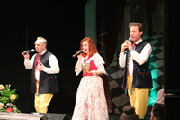 Zdjęcie przedstawia Śląskie Trio Piotra Szefera na scenie