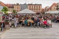 Dni Białej - publiczność zebrana na bialskim rynku