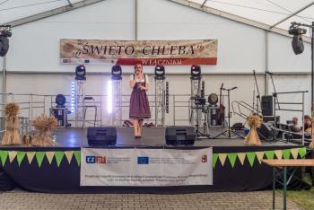 Zuza Herud podczas występu na scenie