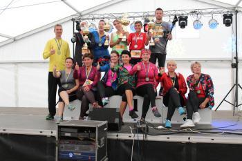Zdjęcie przedstawia uczestników Rajdu Nordic Walking