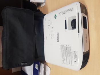 Zdjęcie przedstawia projektor zakupiony w ramach projektu