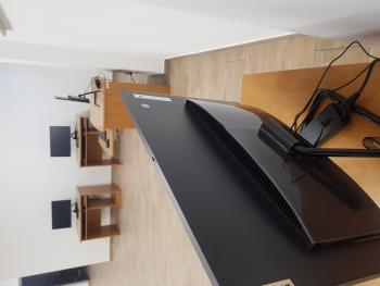 Zdjęcie przedstawia zakupione komputery w ramach projektu