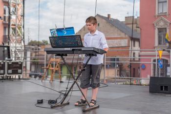 Uczeń z grupy instrumrntów klawiszowych.jpeg