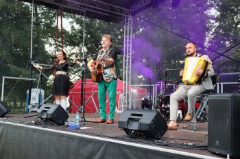 Na scenie Mariusz Kalaga z zespołem