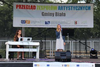 Zdjęcie przedstawia występ uczennic z ZUS Mesto Albrechtice