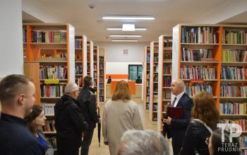 Zdjęcie przedstawia otwarcie Wieży Prudnickiej w Białej i wyposażenia Centrum Społeczno-Kulturalnego w Białej