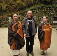 Zdjęcie przedstawia Eryka Murlowskiego i mnichów Enryakuji i Nara.